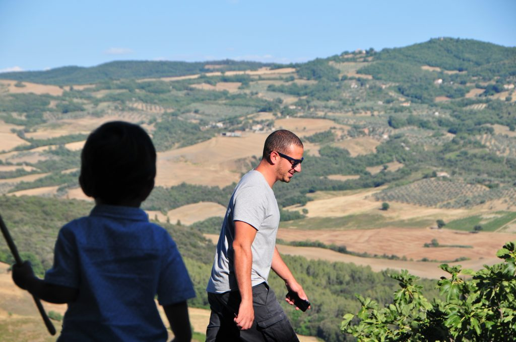 Little ones can accompany you to days out in Tuscany - wine tour with Sebastian Nasello at Podere Le Ripi